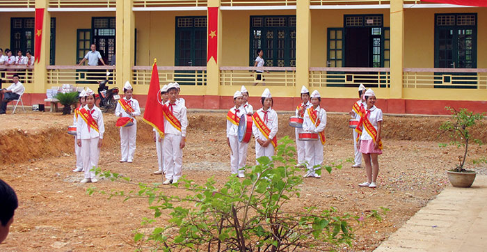 Children outside primary school in Vietnam